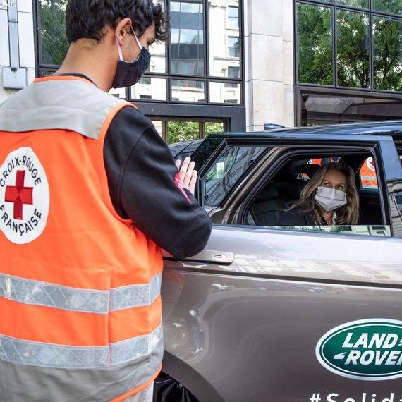 Collecte Jaguar Land Rover et la Croix-Rouge des Hauts-de-Seine